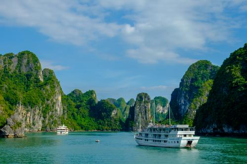 3 days or 2 days on Ha Long bay cruise - Which one is better for your Vietnam tour?